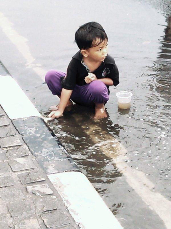 Hujan2MainAir